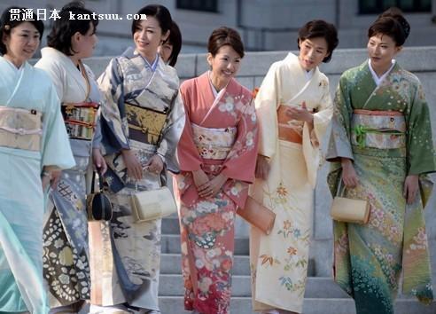 女议员国会上演和服秀