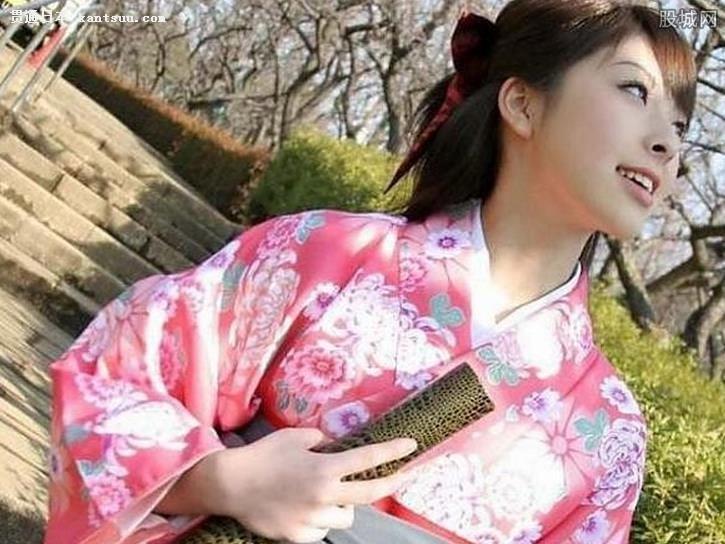 日本女和服暗藏玄机