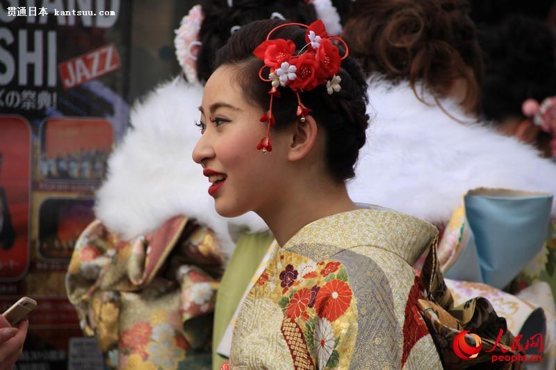 日本年轻人穿和服参加成人式  扮靓街头【3】