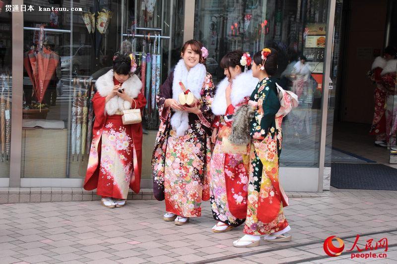 日本年轻人穿和服参加成人式  扮靓街头【6】