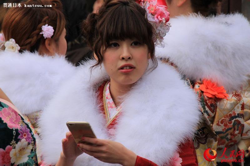 日本年轻人穿和服参加成人式  扮靓街头【7】