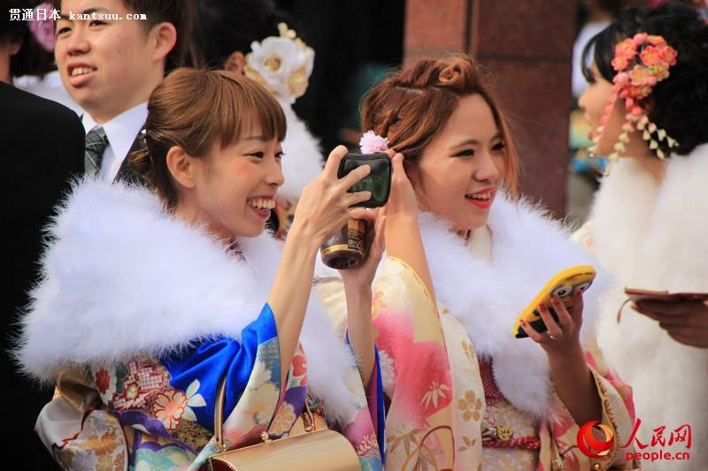 日本年轻人穿和服参加成人式  扮靓街头【8】