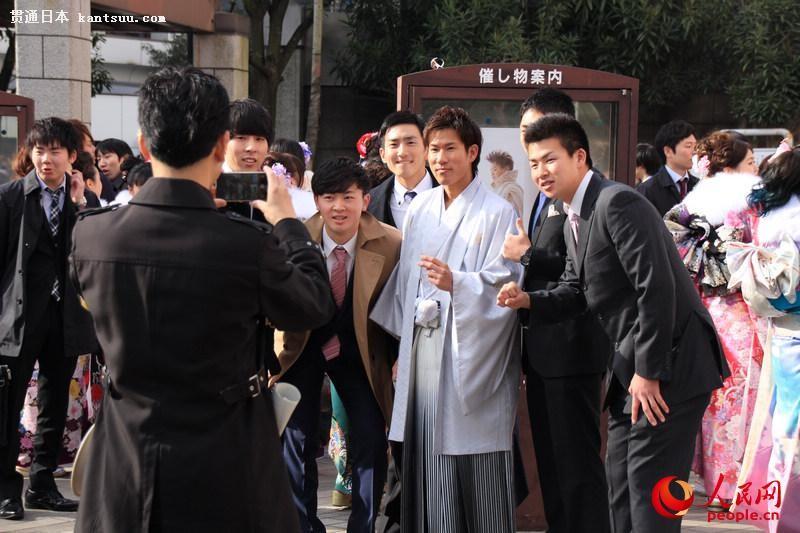 日本年轻人穿和服参加成人式  扮靓街头【9】