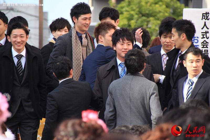 日本年轻人穿和服参加成人式  扮靓街头【10】