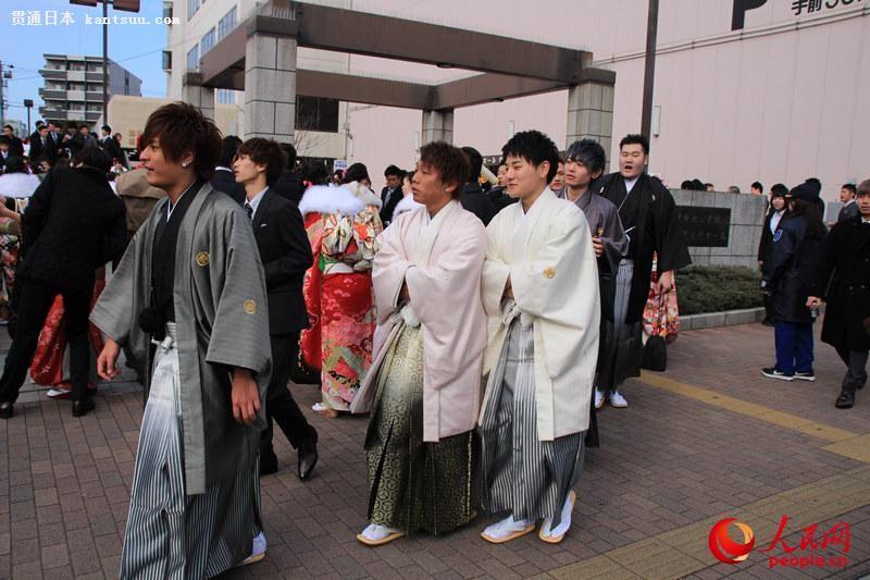 日本年轻人穿和服参加成人式  扮靓街头【11】