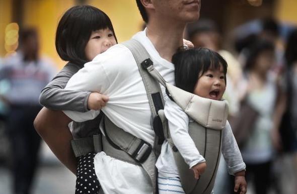 日本没有独生子女政策 很多夫妻却想生不敢生