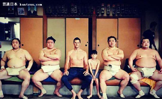 布雷迪亚洲之行来到日本 与爱子体验相扑文化