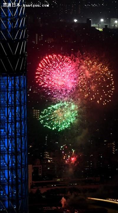 东京隅田川烟花大会举行 约2万发烟花升空(图片来源:朝日新闻网站)